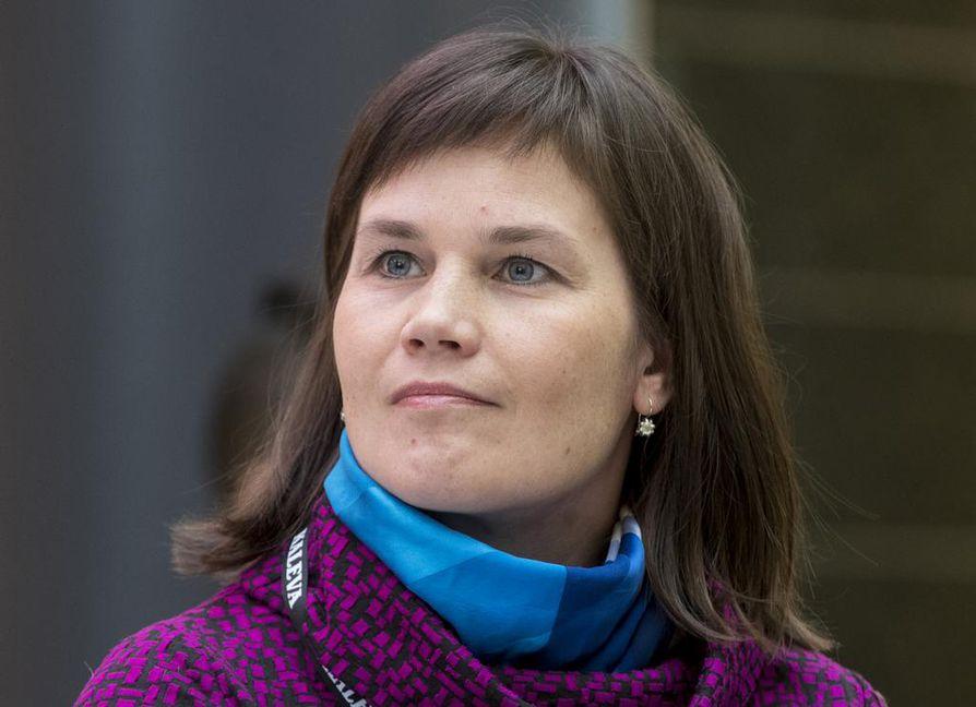 Oululainen kansanedustaja Mirja Vehkaperä nousee europarlamenttiin, jos Paavo Väyrynen palaa eduskuntaan ja jos Mikael Pentikäinen ei ota vastaan Väyryseltä vapautuvaa EU-parlamentin paikkaa.