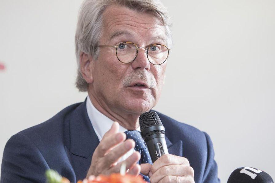 Sampo Oyj:n ja UPM-Kymmene Oy:n hallitusten puheenjohtaja Björn Wahlroos kirjoittaa, että oikeilla päätöksillä Suomi voi murtautua ulos nollakasvun noidankehästä.