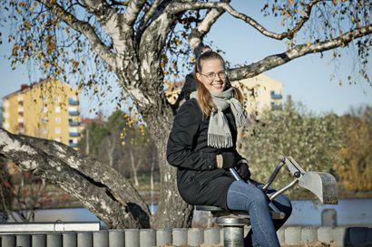 Leikkipuistomuistoja kaivelemaan! Tutkija Essi Jouhki toivoo oululaisilta apua leikkipuistojen historian tallentamisessa