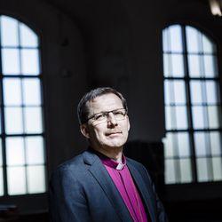 Piispa Jukka Keskitalo tarkastaa Oulaisten seurakunnan, ohjelmassa myös hirvijahtia sekä koulu- ja yritysvierailuja