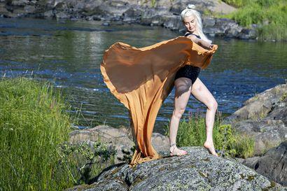 """Oululaisen nuorallatanssijan Hanna Moisalan soolo sai inspiraationsa Saharasta – """"Toiselta nimeltäni olen nomadi"""", Moisala sanoo."""