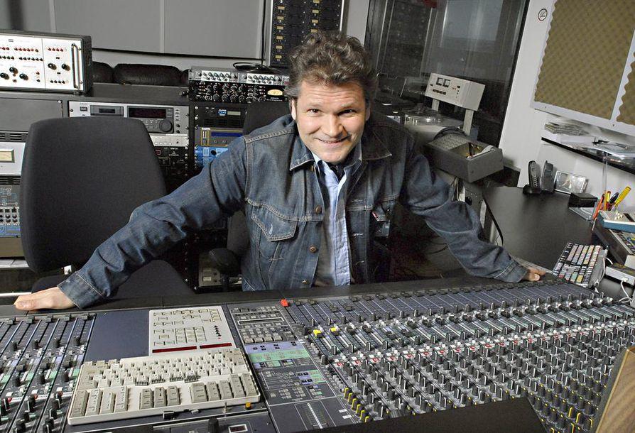 """–Näin heidät soittamassa 1980-luvun alussa jonkun pienen maaseutufestarin pikkulavalla. Ajattelin, että siinäpäs pirteä ja tyylipuhdas garage rock -bändi"""", tuottaja Riku Mattila kuvailee ensimmäistä kohtaamistaan 22-Pistepirkon kanssa liki 30 vuotta sitten."""