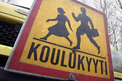 Miten koulukuljetukset järjestetään korona-aikana? Turvaetäisyydet kuljetuksissa aiheuttavat vaikeuksia monissa kunnissa