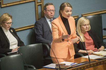 Keskustaministerit: Ravintolatuen korvausajankohta vielä tarkasteluun