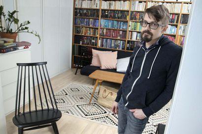 Tommi Liimatta kasvoi lamavuosien Rovaniemellä runoilijarokkariksi – tuhansien sivujen materiaali taittui vuosikymmenten aikana Rollo-kirjaksi