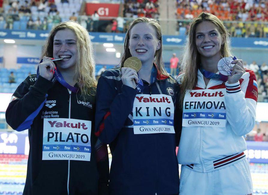 Italian Benedetta Pilato sijoittui hopealle, Yhdysvaltain Lilly King voitti kultaa ja Venäjän Julia Jefimova vei pronssia pitkän radan MM-uintifinaalissa Etelä-Korean Gwangussa. Suomen finalisti Ida Hulkko oli sunnuntaina käydyn loppukilpailun kahdeksas eli viimeinen ajalla 31,23.