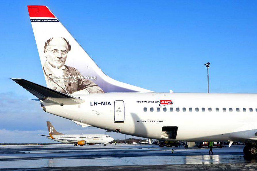 Kansallisrunoilija J. L. Runeberg on ensimmäinen suomalainen henkilö norjalaisyhtiön lentokoneessa.