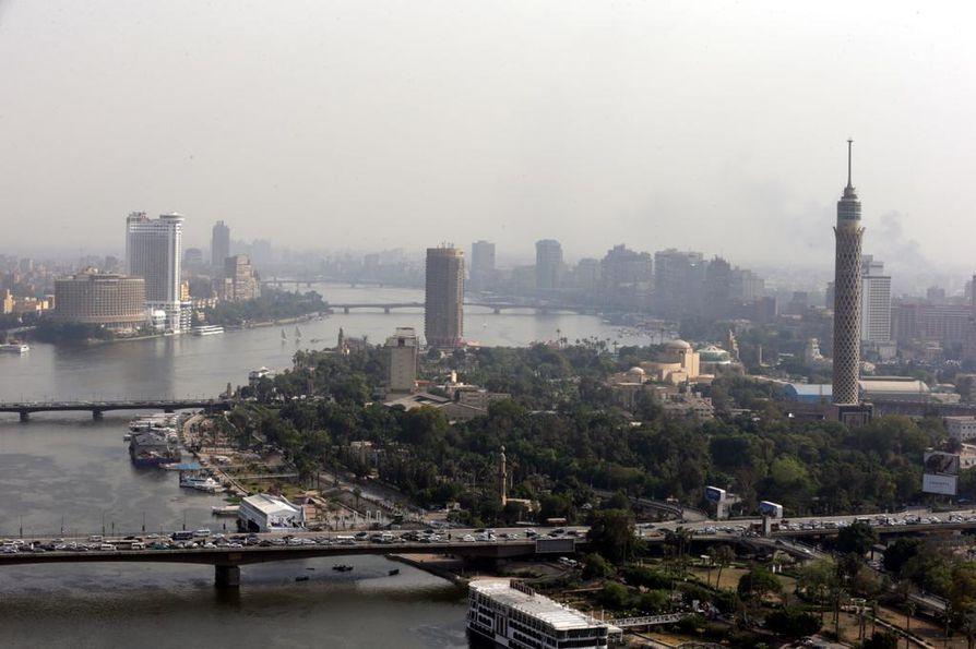 Kuvassa oikealla Kairon torni. Julkisuuteen levinneestä, itsemurhan taltioineesta turvakameravideosta aloitettiin viime viikolla rikostutkinta.