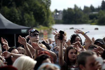 Yleisötilaisuuksien rajoitukset lieventyvät elokuussa – Yli 500 hengen tilaisuuksissa tilaa täytyy rajata ja väkijoukkoa jakaa omiin ryhmiinsä