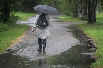 Matalapaine tuo viikonlopuksi ja ensi viikoksi syksyistä säätä – Lappiin leviää Ruotsin puolelta sade- ja ukkoskuuroja