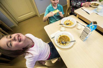 Kasvisruoka lisääntyy päiväkodeissa: pähkinät, siemenet ja mantelitkin tulevat ruokapöytään