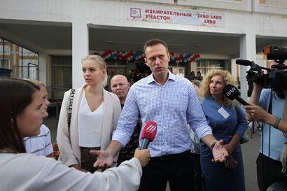 """Putin-kriitikko Navalnyistä löydetty kemikaalia, venäläislääkärit väittävät, että hänellä on """"verensokerista aiheutunut metabolinen sairaus"""" – Sairaala antoi viimein luvan kuljettaa oppositiojohtaja hoidettavaksi Saksaan"""