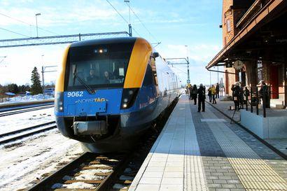 Pitkä odotus palkittiin – Juna tuli Haaparantaan