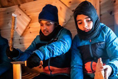 """""""Vastuuta ja muista huolehtimista"""" – Joel, Arnab ja parikymmentä muuta 900-vuotiaan opinahjon leirikoululaista lähtivät luontoon Kuusamossa"""
