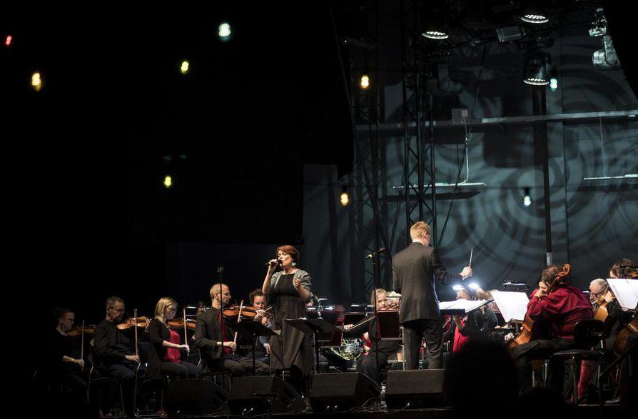 Entisten Nuorten Sävellahja -konsertissa kuultiin musiikkia 1970-luvun suomalaisesta taideiskelmästä 1980-luvun tukkaheviin.