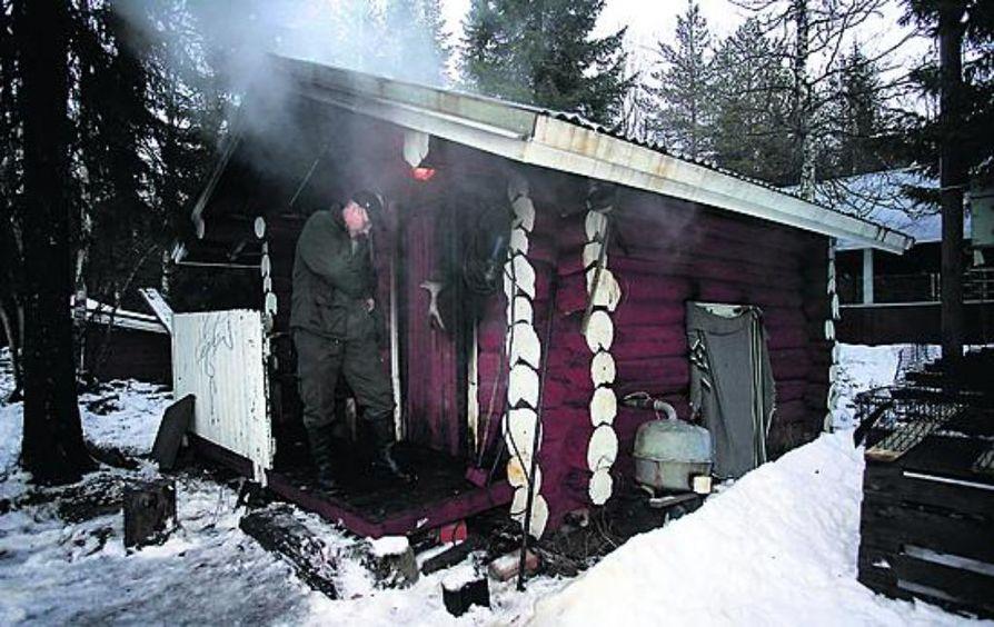 Suomussalmen Näätäpirtissä palvataan joulun herkkuja.