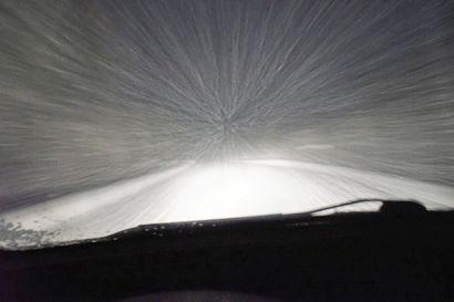 Pihalumien paikka on pihalla, ei tiellä - vahingon sattuessa lumien sijoittaja voi joutua korvausvastuuseen.