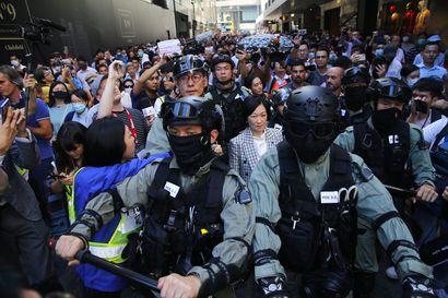 """Protestien koetteleman Hongkongin vaalitulos oli """"demokraattinen tsunami"""""""