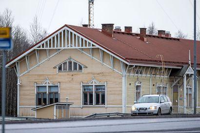 Paradisen tilanne hämmentää: Raahen nuorisotoimi mainostaa aukioloaikoja, vaikka rakennuksen lämmittämiseen tai sähköön ei ole euroakaan rahaa
