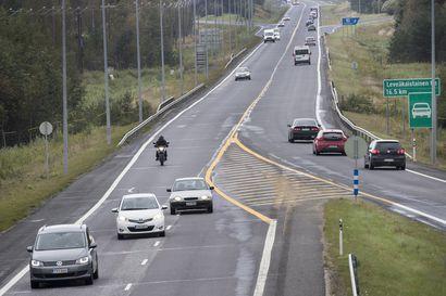Nelostiellä tehdään päällystystöitä – kaksi ramppia suljettu liikenteeltä