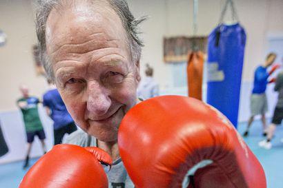 Nyrkkeily vei Teuvo Mikkolan maailmalle ja antoi suunnan elämälle – Harrastajasta valmentajaksi, kansainvälisesti arvostetuksi kehien tuomariksi ja tuomarikouluttajaksi