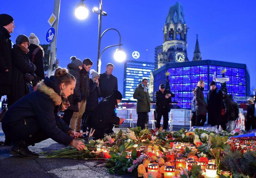Maanantaisessa rekkaiskussa Berliinin joulumarkkinoille kuoli 12 ja loukkaantui 48 ihmistä.