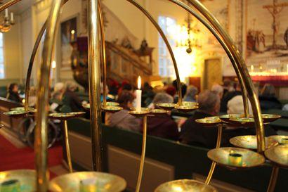 Kirkolliseen toimitukseen saa tulla kirkosta riippuen 20–60 henkilöä –  sektorimalli mahdollistaa rajoitusten purun