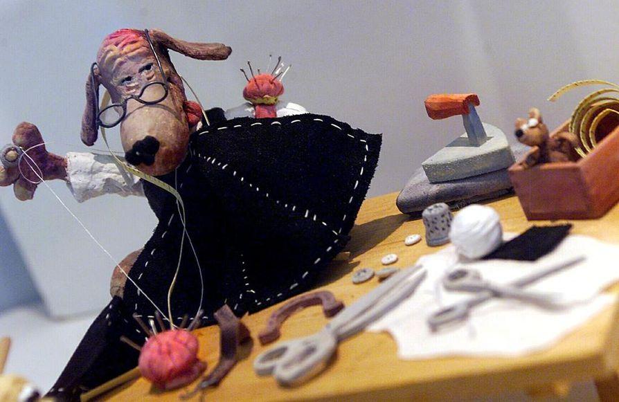 Koiramäen väki -näyttely kuvaa suomalaisten arkista historiaa Mauri Kunnaksen luomien hahmojen välityksellä. Näyttely on ollut esillä kesästä 1997 alkaen.