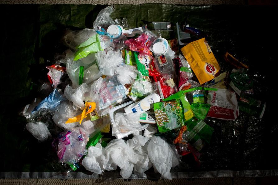 Suomessa muovia kierrättävän kansalaisen ei tarvitse olla huolissaan siitä, että jätteet vietäisiin maan rajojen ulkopuolelle. Kuluttajamuovit käsitellään Fortumin laitoksessa Riihimäellä.