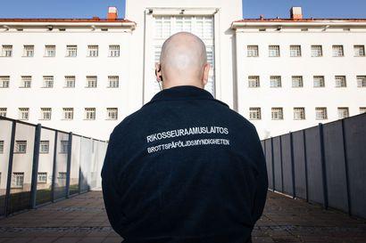 """Lännen Media haastatteli kolmasosaa Suomen kovimman vankilan vartijoista, ja lähes jokainen koki väkivallan uhan keskellä samoin – """"Turvallisuudestamme ei välitetä"""""""