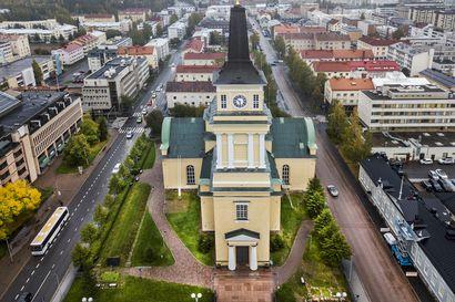 Rippikouluihin ilmoittautuminen alkaa  Oulussa – vuosi sitten ilmoittautui 98 prosenttia kirkkoon kuuluvasti ikäluokasta