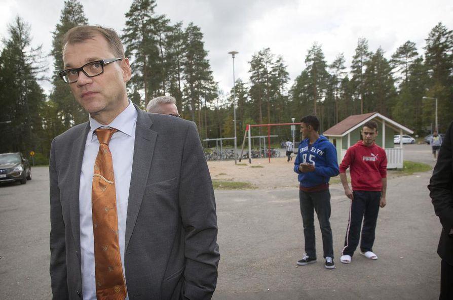Pääministeri Juha Sipilä vieraili Heikinharjun vastaanottokeskuksessa lauantaina.