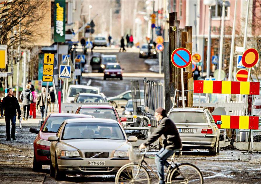 Pakkahuoneenkadusta tulee pyöräilykato Uudestakadusta alkaen torille. Pyöräreitti merkitään punaisella asvaltilla. Työt alkavat Torikadun risteyksessä 7. toukokuuta ja kestävät elokuun loppuun.