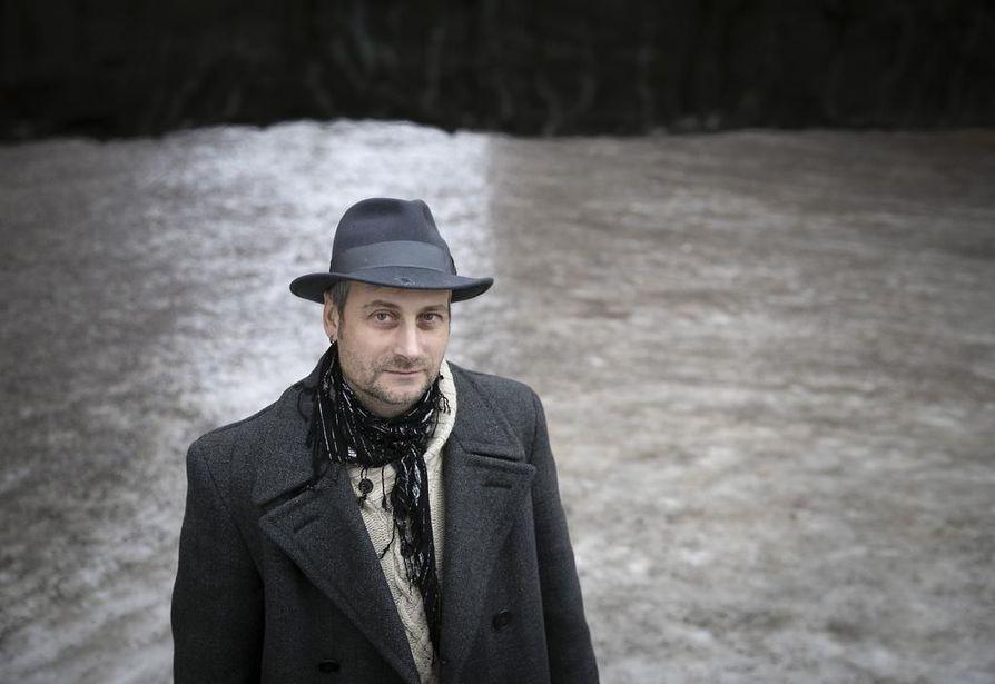 Kansainvälisen työn pastori Árpád Kovács työskentelee paperittomien ja turvapaikanhakijoiden parissa. Hän väittää, että monet Suomesta palautetut turvapaikanhakijat ovat joutuneet vankilaan tai kuolleet palauttamisen jälkeen.