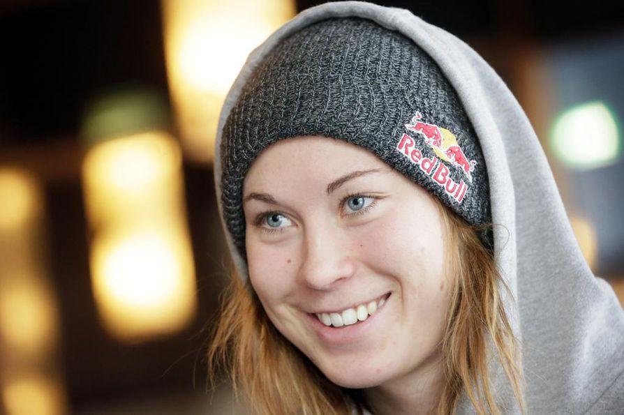 Enni Rukajärvi ottaa kantaa Kuusamon luonnon tulevaisuuteen uudella videolla.