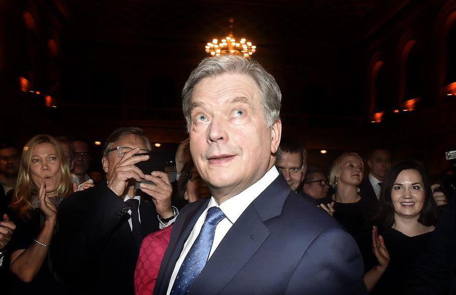 Ruotsalaisviestimien mukaan suomalaiset luottavat presidenttiin, joka pitää pohdiskelevia ja monitulkintaisia puheita eikä ärsytä ketään.