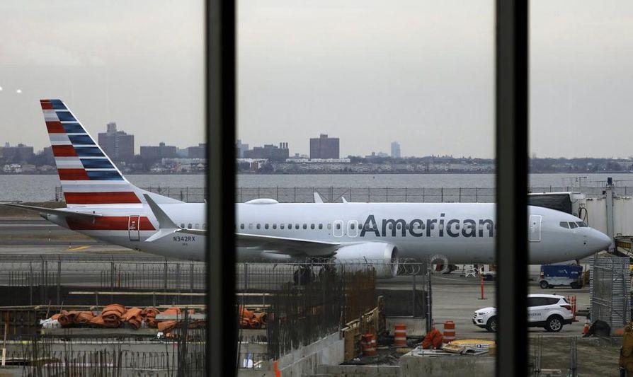 Boeingin 737 Maxilla ei ole saanut lentää lähes kolmeen kuukauteen. American Airlinesin 737 Max pysäköitynä New Yorkin LaGuardia -lentokentällä.