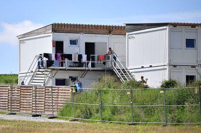 Baijeri vaatii pakollisia koronatestejä lentokentille ja koventaa sakkoja viruksen levittyä farmilla