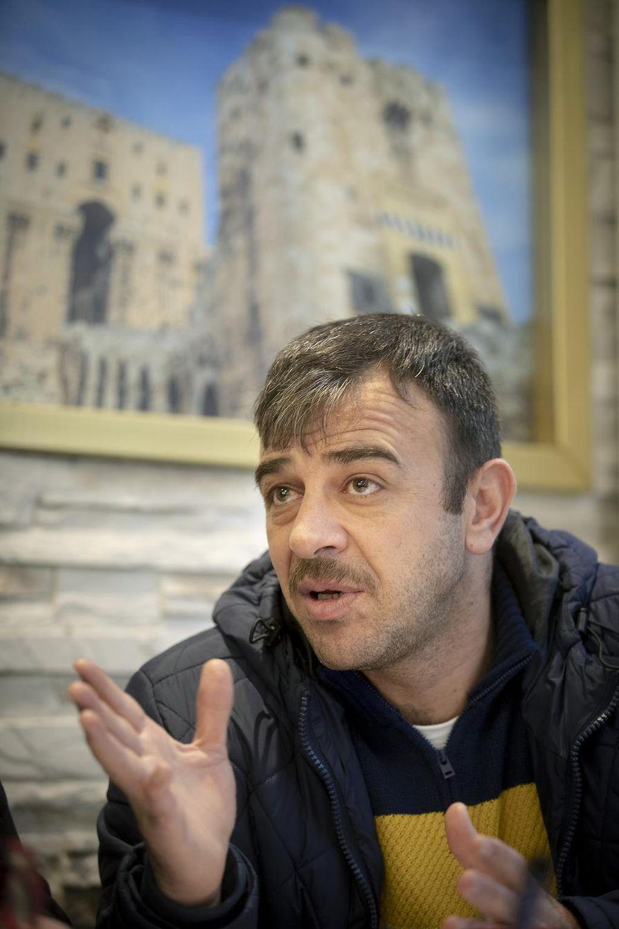 Mahmoud Fayad Al-Kayari avasi syyrialaisen ravintolan Heinäpäässä kuukausi sitten.