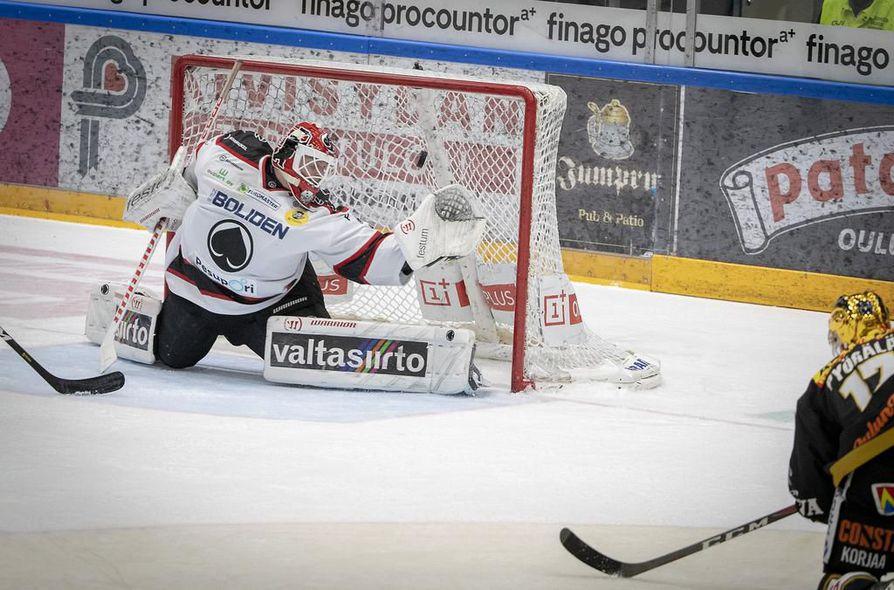 Kärppien Mika Pyörälä teki 2-0-maalin.