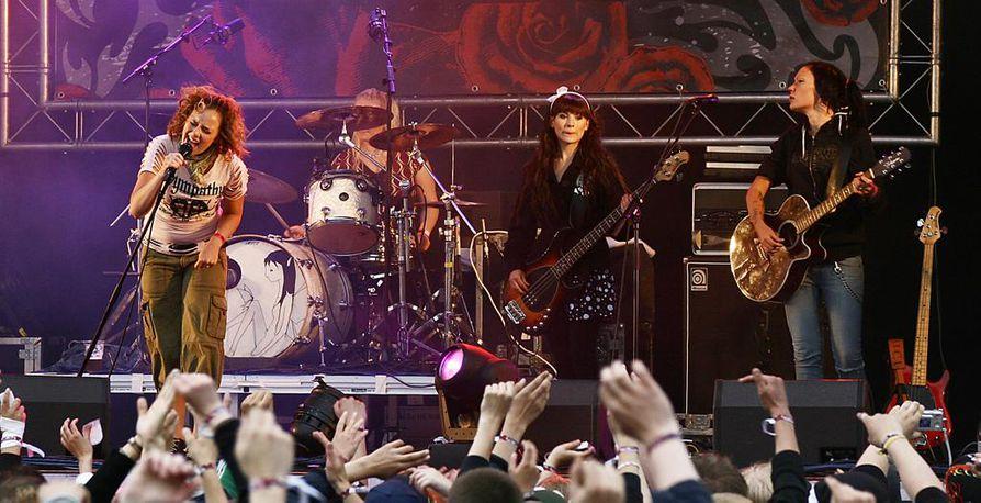 2000-luvun alkupuolella Tiktak-huuman kultakaudella bändi teki sata keikkaa vuodessa.