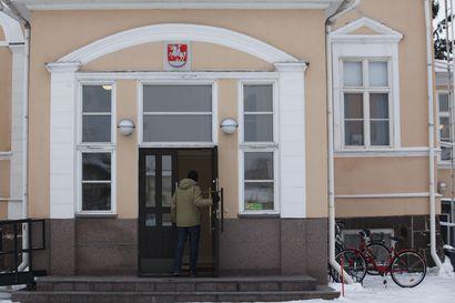 Raatihuoneen ovi avautuu hallintojohtajalle ja henkilöstöpäällikölle