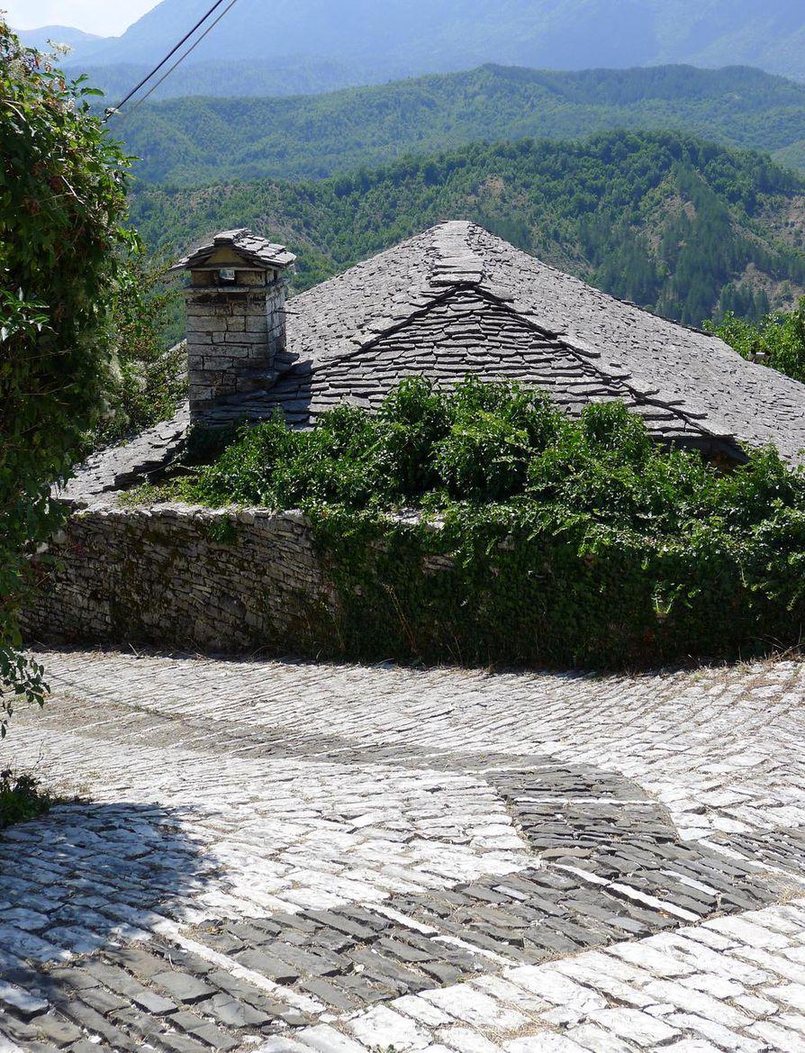 Zagorin aluetta kutsutaan kivimetsäksi. Alueen kylien talot, aidat ja kujat on rakennettu Pindus-vuoriston harmaasta kalkkikivestä, minkä vuoksi ne ovat kuin osa ympäröivää luontoa.