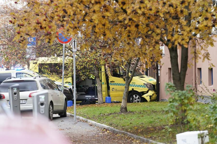 Ambulanssai kolaroituna Oslossa.
