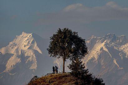 """Lapin yliopiston ilmastotutkija Himalajan jäätikköturmasta: """"Himalajalla on satoja tuhansia jäätiköitä, valtaosa sulaa"""""""