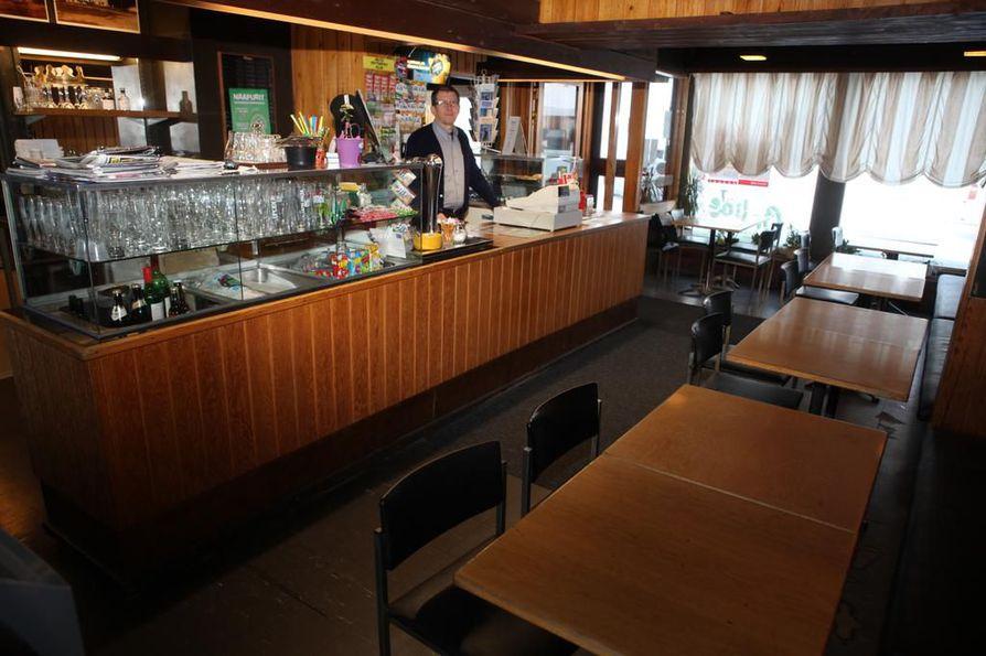 Kaleva-baarin sisustus on peräisin suurelta osin 1960-luvun lopulta. Heikki Juntunen ei aio muuttaa paikan tyyliä.
