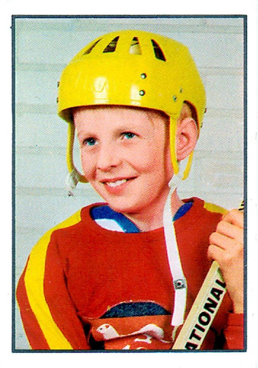 Kari Jalonen poseerasi juniorivuosinaan myös keräilykortissa.