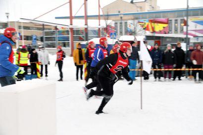 Taidokkaat lumiveistokset koristavat Täiköntoria ja kävelykatua – Pakkasukko-viikko on Pohjois-Suomen suurimpia talvitapahtumia