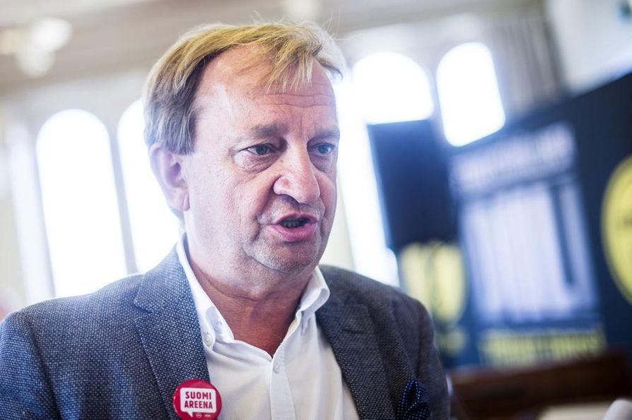 """Kokoomuksen entinen kansanedustaja Harry """"Hjallis"""" Harkimo on Liike Nytin puheenjohtaja."""