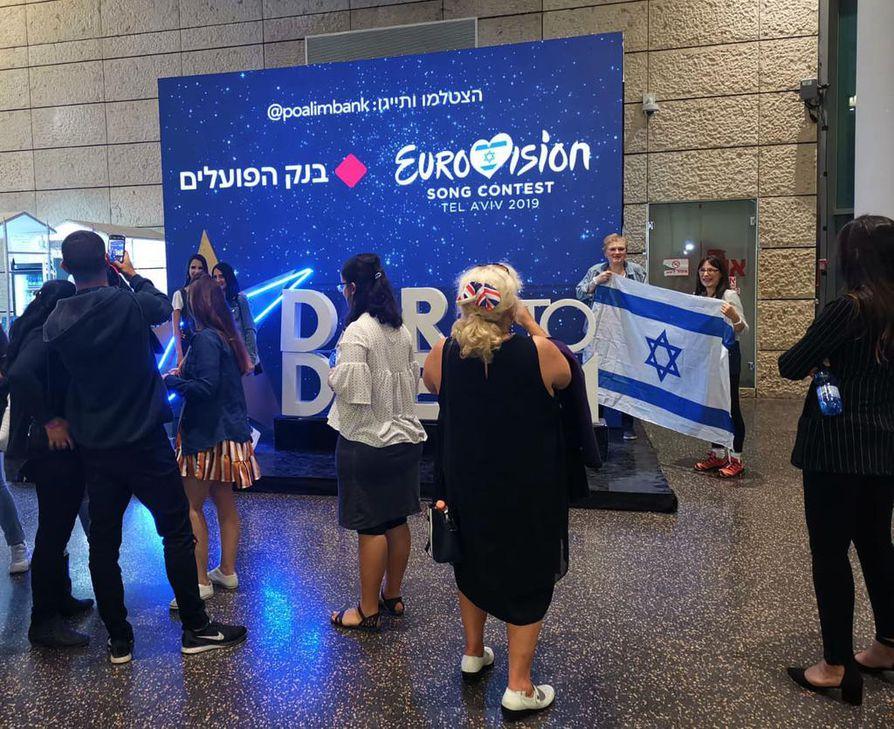 Maanantaina Tel Avivin konferenssikeskuksessa järjestettiin ensimmäisen semifinaalin kenraaliharjoitus. Tapahtumaan osallistui paikallisia sankoin joukoin.